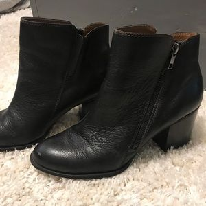 Söfft Leather ankle boots size 9.5